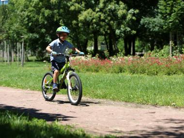 С колело на училище