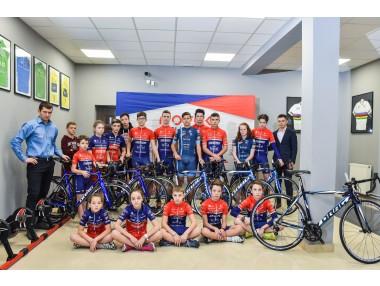 Деца и младежи от велоакадемия Новак получиха нови велосипеди от DRAG.